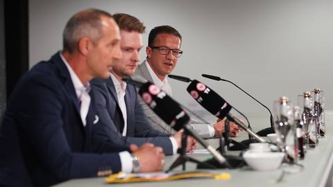 Fredi Bobic (hinten) und Trainer Adi Hütter (im Vordergrund) wollen mit der Eintracht eine gewichtige Rolle in Europa spielen.