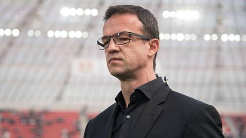Fredi Bobic ist nach der 1:4-Niederlage in Leverkusen sichtlich angefressen.