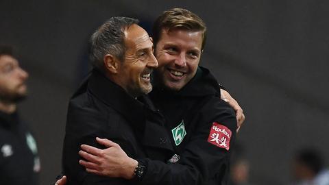 Man kennt sich, man schätzt sich: Angesichts von zwei Spielen in vier Tagen können Eintracht-Trainer Hütter und Bremens Kohfeldt auch gleich über gemeinsame Urlaube sprechen.