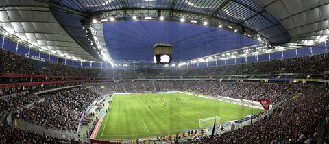 Commerzbank-Arena Flutlicht