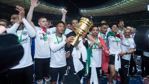 Eintracht Frankfurt feiert den DFB-Pokal-Sieg in Berlin.