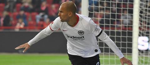 Bas Dost erzielt erneut einen wichtigen Treffer für Eintracht Frankfurt.