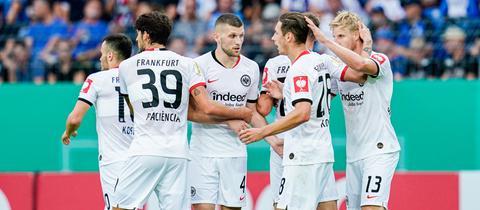 Die Eintracht-Spieler um Ante Rebic jubeln