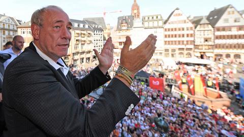 Peter Fischer auf dem Balkon des Frankfurter Römer