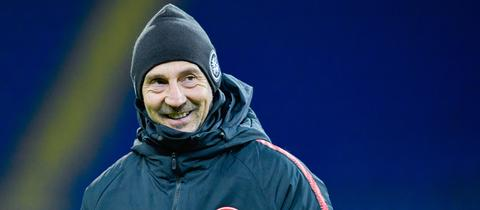 Adi Hütter grinst