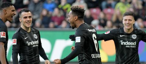 Die Eintracht-Mannschaft jubelt