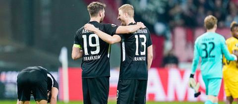 Sieggaranten: David Abraham (li.) und Martin Hinteregger freuen sich über den 2:1-Sieg gegen Lüttich.