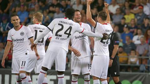 Jubelnde Eintracht-Spieler in Vaduz