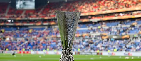 Die Frankfurter Eintracht blickt gespannt auf die Europa-League-Auslosung am Freitag.