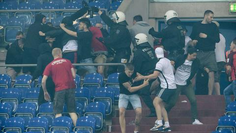 Eintracht und Schalker Fans prügeln sich