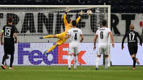 Szene aus der Partie Eintracht gegen Basel