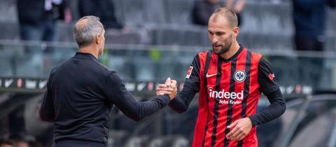 Eintracht-Trainer Adi Hütter muss ab sofort auf Bas Dost verzichten. Kommt ein neuer Stürmer?
