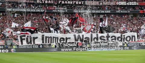 """Fan-Banner """"Für immer Waldstadion"""""""