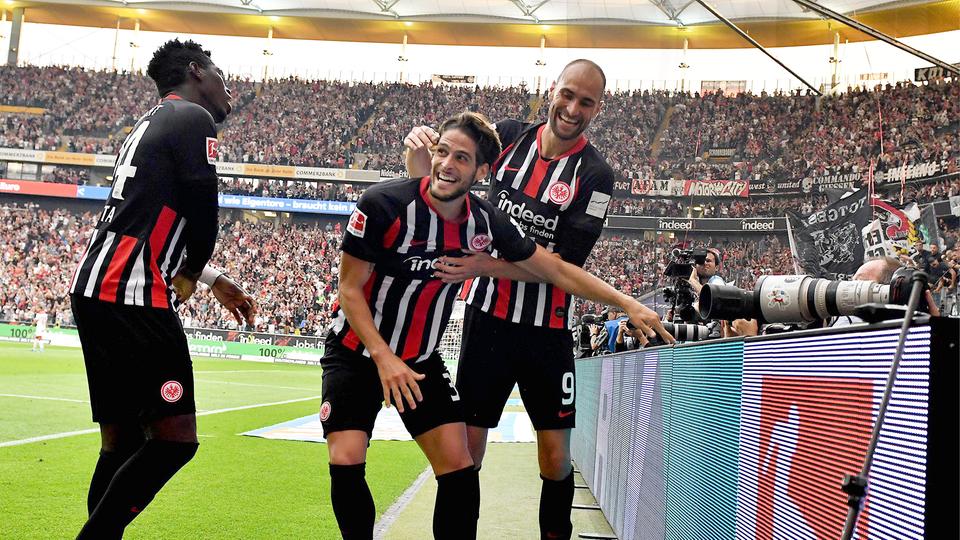 Goncalo Paciencia und Bas Dost von Eintracht Frankfurt