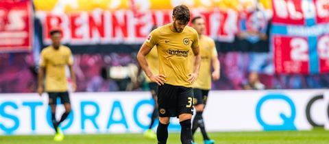 Geknickte Profis von Eintracht Frankfurt nach der Pleite gegen RB Leipzig