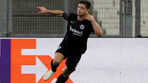 Luka Jovic jubelt nach seinem Treffer in Marseile.