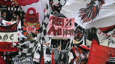 Proteste gegen Dietmar Hopp in der Eintracht-Kurve im Jahr 2010