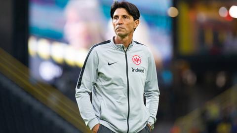 Eintracht-Sportdirektor Bruno Hübner sucht nach einer Erklärung für die Niederlage in Dortmund.