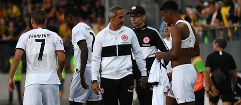 Adi Hütter und das Team von Eintracht Frankfurt nach der Pleite gegen Bern