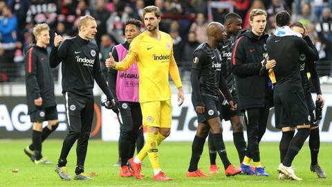 Die Eintracht-Spieler nach dem Abpfiff