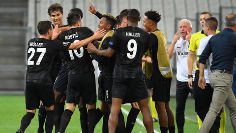 Die Spieler von Eintracht Frankfurt wollen auch gegen Lazio Rom jubeln.