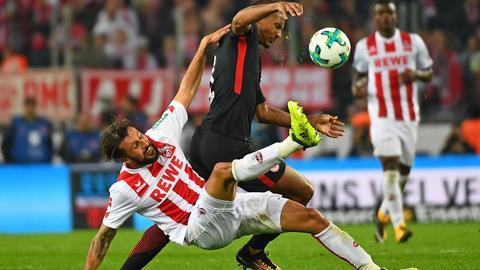 Zweikampf aus der Partie Frankfurt gegen Köln