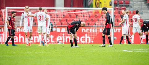 Die Profis der Eintracht hadern nach dem 1:1 in Köln.