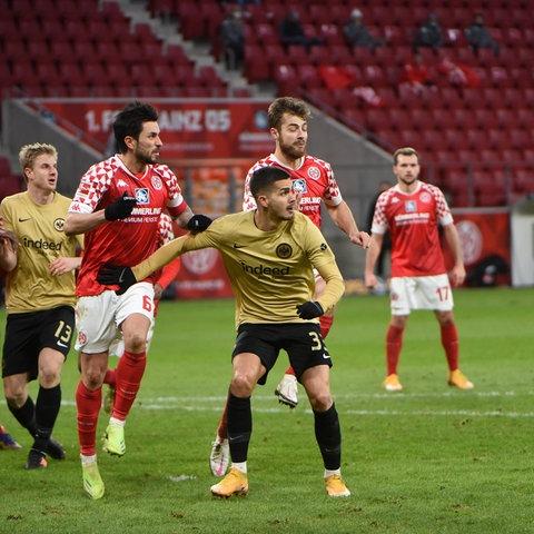 André Silva, Martin Hinteregger und Co. kämpfen um die Punkte gegen Mainz 05.