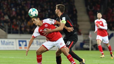 Kämpfen um den Einzug ins Pokal-Halbfinale: Eintracht und Mainz 05.