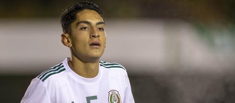 Santiago Naveda bei einem Testspiel mit der mexikanischen U19.