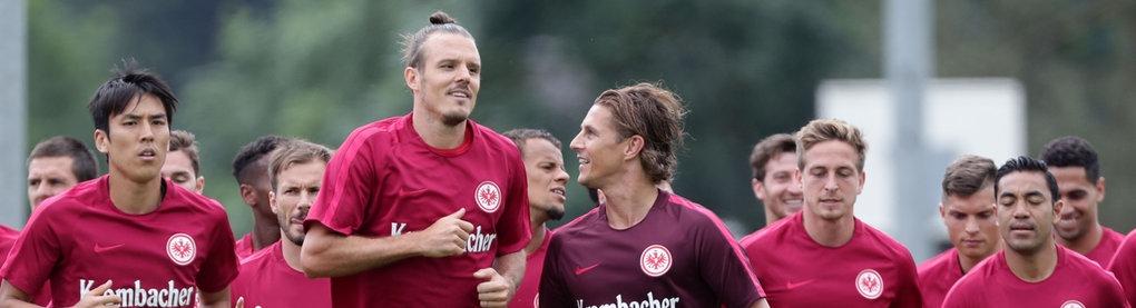 Die Eintracht-Spieler beim Trainingslauf.