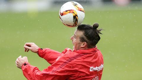 Alex Meier beim Kopfball
