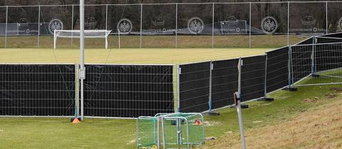 Der leere Trainingsplatz der Eintracht