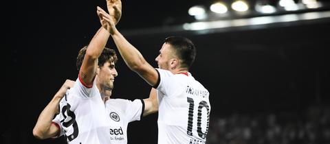 Eintracht-Spieler jubeln