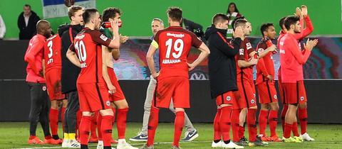 Spieler von Eintracht Frankfurt nach dem Spiel beim VfL Wolfsburg.