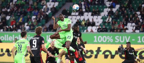 Eintracht Frankfurt und Wolfsburg lieferten sich einen wilden Fight.