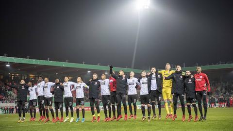 Mehr Höhepunkt als Tiefschläge: Eintracht Frankfurt erlebt ein erfolgreiches Jahr und darf in der Rückrunde weiter vom Erreichen der internationalen Plätze träumen. In unserer Galerie blicken wir auf besondere Momente 2017 zurück.