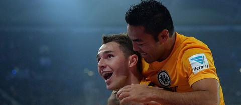 Branimir Hrgota und Marco Fabian bejubeln den Führungstreffer