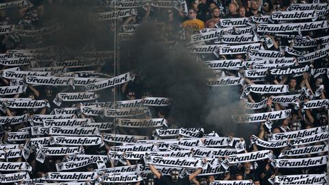 Rauch im Eintracht-Block