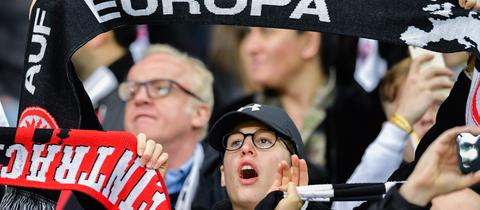 Eintracht-Fans dürfen das Rückspiel gegen Inter nur im gekennzeichneten Gästebereich verfolgen.