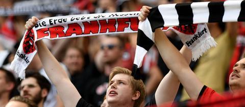 Eintracht-Fans gegen Augsburg