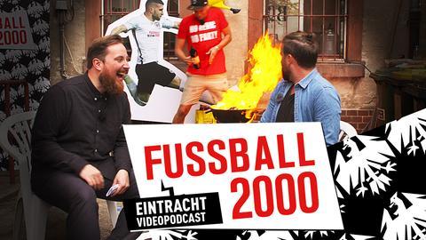 Szene aus Fußball 2000: Marvin Mendel und Mark Weidenfeller unterhalten sich.
