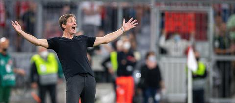 Oliver Glasner bejubelt den Sieg in München.