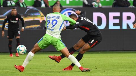 Hier trifft Sebastien Haller zur Führung gegen den VfL Wolfsburg.