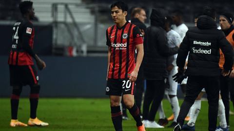 Frust bei Makoto Hasebe von Eintracht Frankfurt nach dem Spiel gegen Mönchengladbach