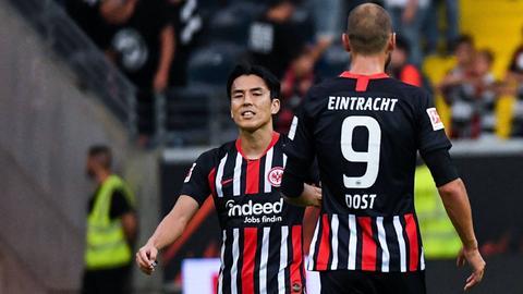 Makoto Hasebe und Bas Dost von Eintracht Frankfurt