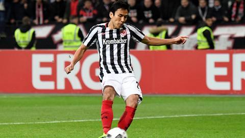 Makoto Hasebe beim entscheidenden Elfmeter gegen den FC Ingolstadt