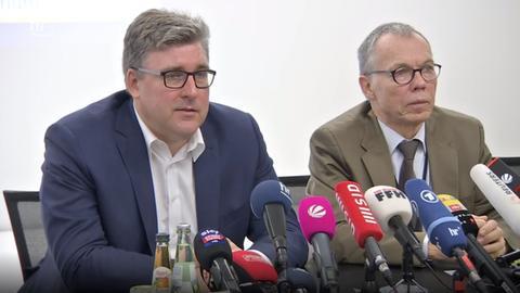 Hellmann während der Pressekonferenz
