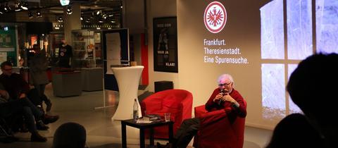 Helmut Sonneberg im Eintracht-Museum.