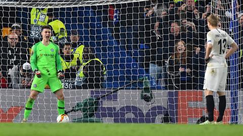 Kepa schreit, Hinteregger schweigt - Emotionen im Elfmeterschießen zwischen Chelsea und Frankfurt.